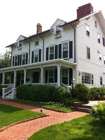 The Hedges Inn: Front view