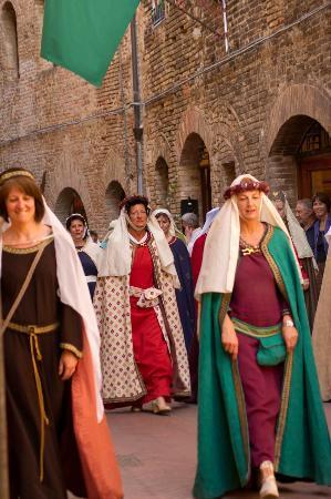Appartementi Casa la Torre - Nomipesciolini: Fiesta Cavalieri di Santa Fina