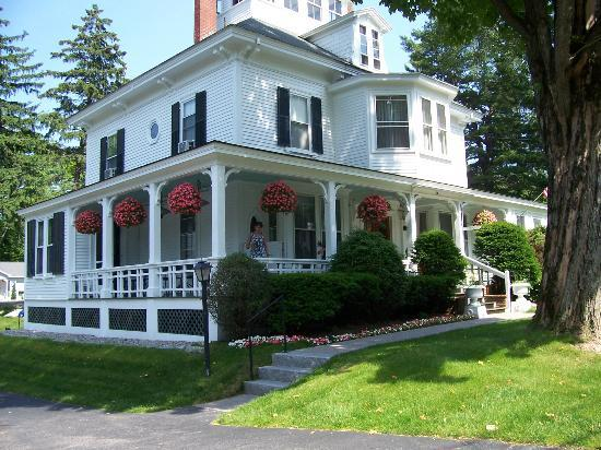 Maine Stay Inn and Cottages: Maine Stay Inn - front