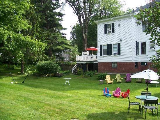 Maine Stay Inn and Cottages: Main Stay Inn - backyard