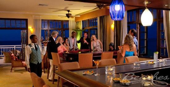 Beaches Ocho Rios Resort & Golf Club: Piano Bar at Beaches Boscobel Resort & Golf Club