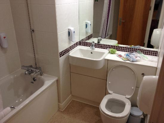 Premier Inn London Angel Islington Hotel: Bathroom area