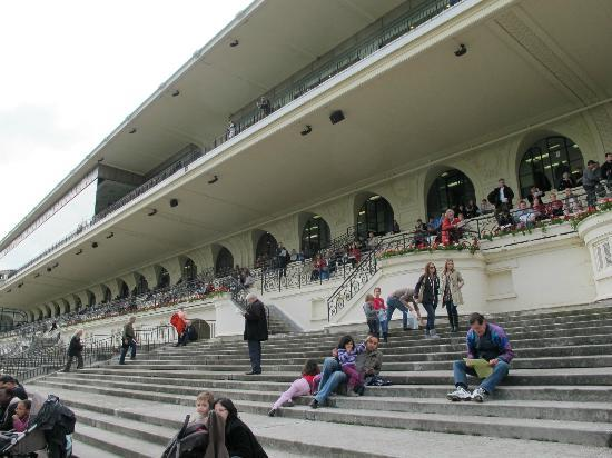Hippodrome d'Auteuil: 皆さん、ゆる〜い雰囲気