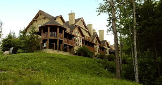 Tremblant Platinum: view from outside 
