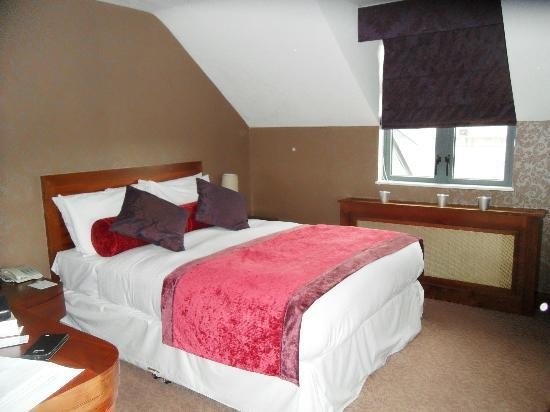 Kilkenny Ormonde Hotel: main bedroom with very comfortable and warm bed.
