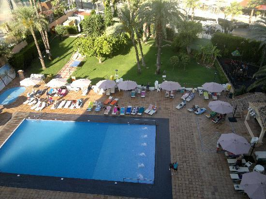 Hotel Helios Benidorm : View of pool from 6th floor