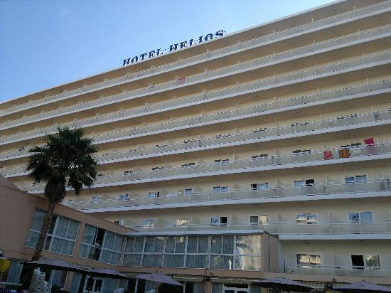 Hotel Helios Benidorm : Hotel from poolside