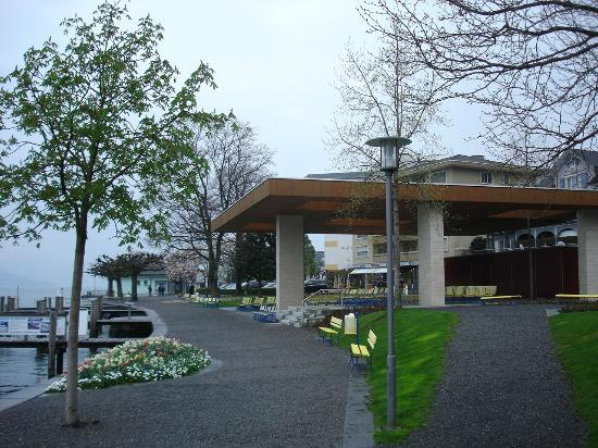 Uferpromenade Weggis: Uferpromenade von Weggis mit dem modernen Musikpavillon