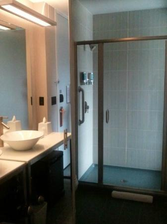 aloft Minneapolis: Vanity and shower - great size