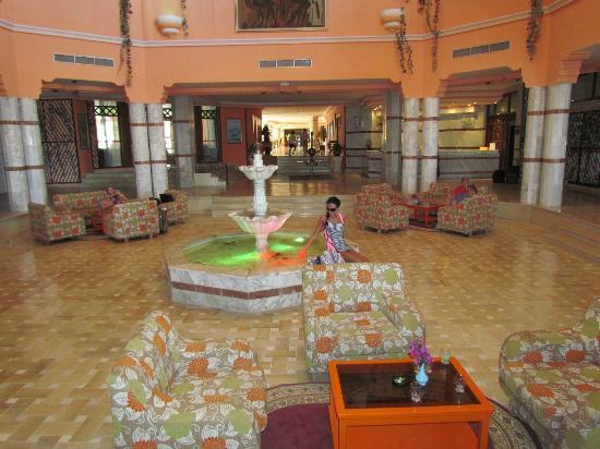 Hotel Safa : my girlfreind in the reception
