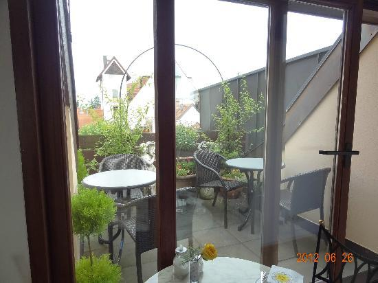 Stadthotel: breakfast patio