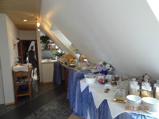 Stadthotel: breakfast room attic area