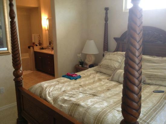 Fairway Villas: Master Bedroom with Ensuite bathroom