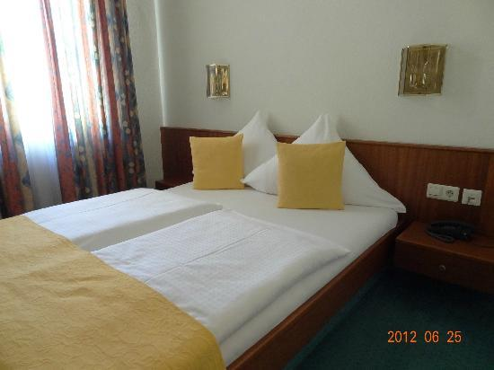 Stadthotel: Double bed