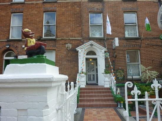 Marian Guest House: entrée
