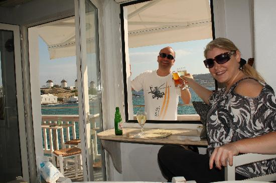 Katerina's Bar : Cheers!