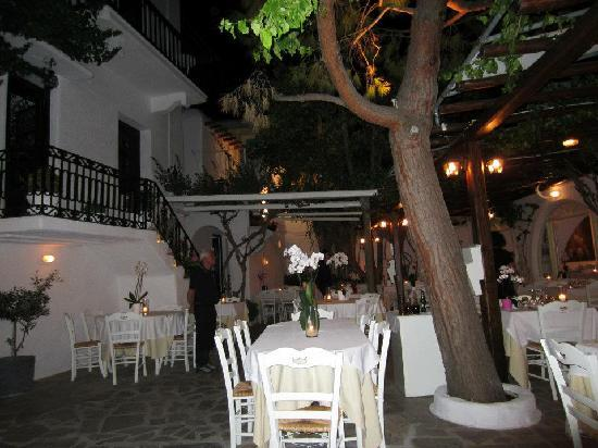 Avra Restaurant - Garden: Courtyard at night