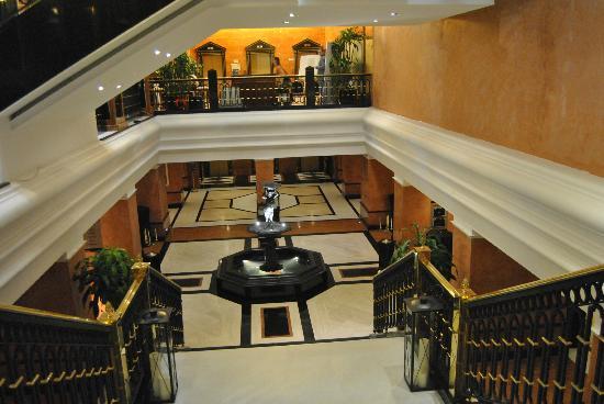 Meliá Milano: Från lobbyn och en trappa nedåt