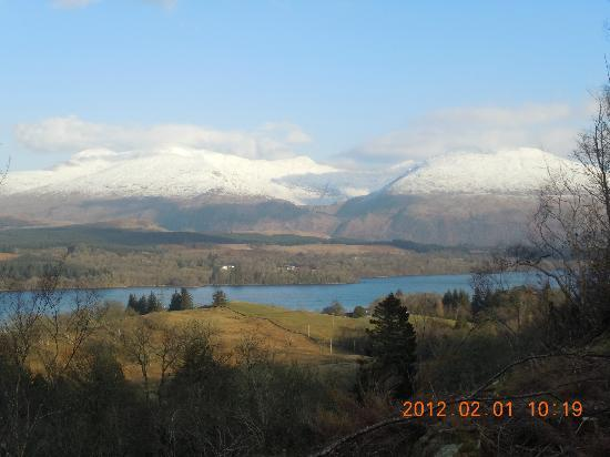 Ardbrecknish House & Self Catering Accommodation: View over Loch Awe