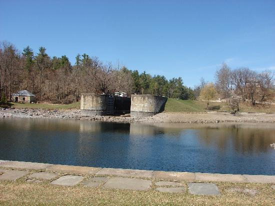 Rideau Canal - Jones Falls Defensible Lockmasters House : Around Jones Falls