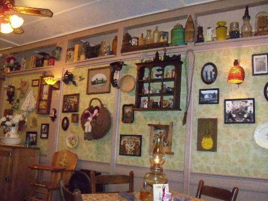 Farm House Restaurant: antiques on the wall
