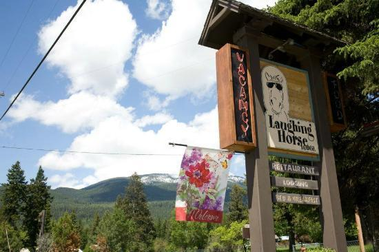 Laughing Horse Lodge: Sign with Mountain Range