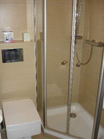 Design Hotel Zollamt: Badezimmer mit Dusche