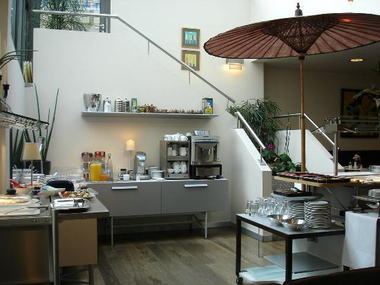 Design Hotel Zollamt: Der helle Frühstücksraum mit Buffet