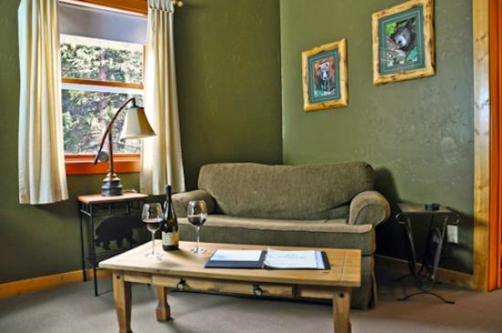 Arnold Black Bear Inn: extra seating in the Calaveras Room