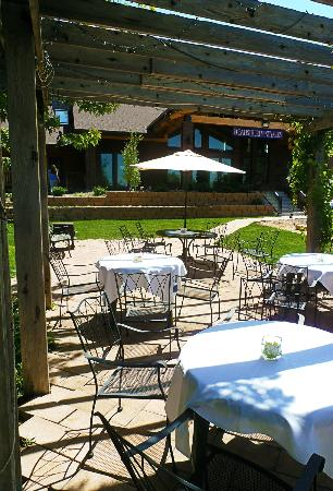 Balistreri Vineyards : Patio Area