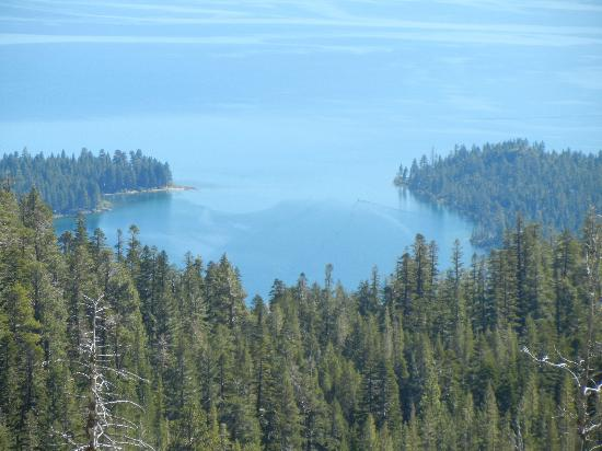 Sunnyside Restaurant and Lodge: Hiking above Emerald Bay