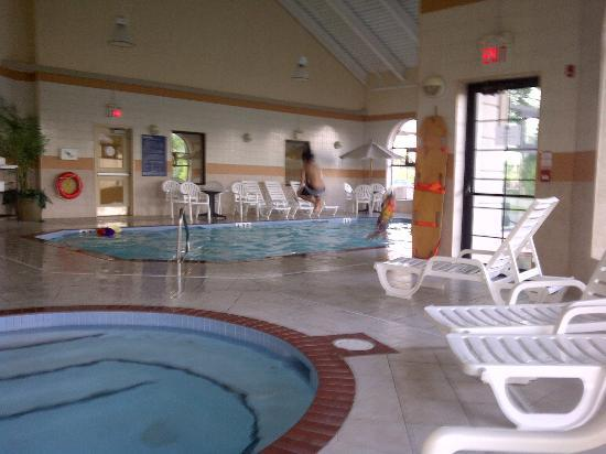 BEST WESTERN PLUS Executive Inn: pool area
