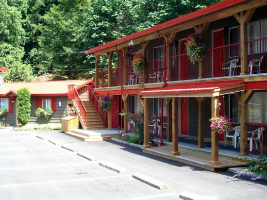 Holiday Motel & RV Resort: The main building
