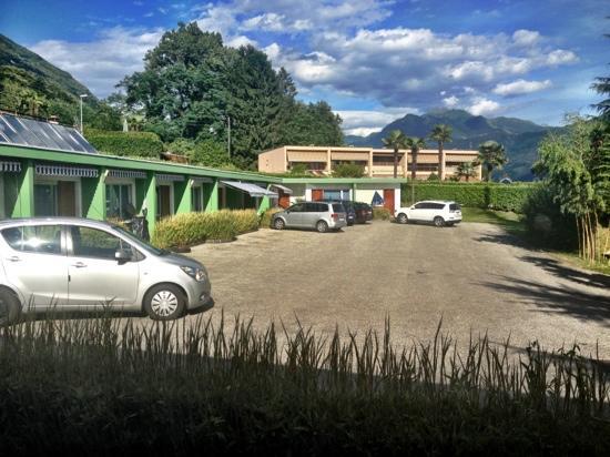 Bamboohouse Riazzino: Blick von der Terasse Bungalow 21