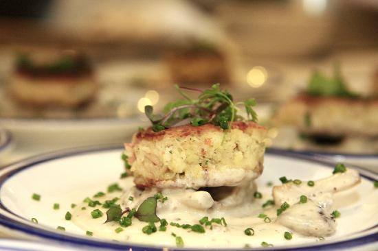 Ore House : Crab Cake, with wild mushroooms
