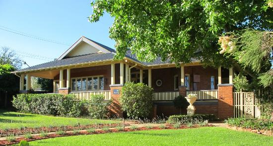 The Doulton Luxury B&B: The Doulton Front and verandah