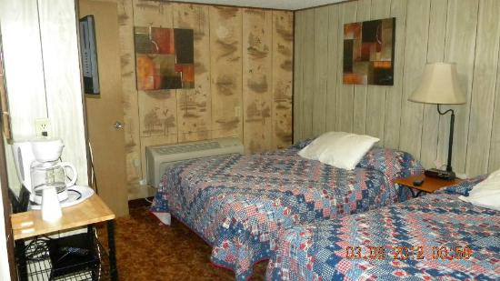 Pheasant Motel: Room