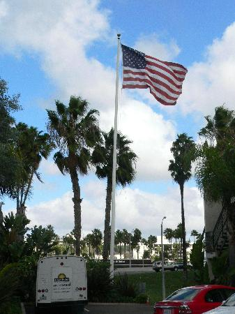 Days Inn San Diego Hotel Circle Near SeaWorld: Days Hotel flying the flag