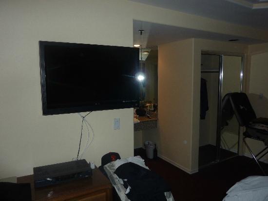 Wilshire Crest Hotel: Room