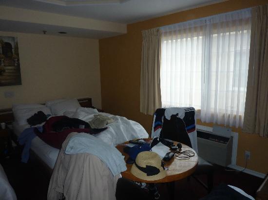 Wilshire Crest Hotel: Room 2