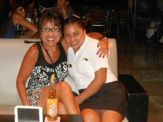 Hotel El Tukan: Carmen is an attentive server at The Living Bar