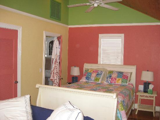 Inn on the Beach: The colorful sleeping area. The view of the wood ceiling is beautiful.