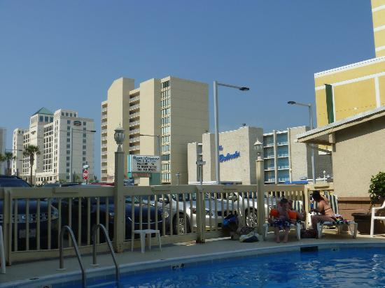 Royal Clipper Inn and Suites: view from pool area