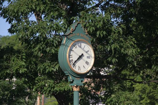 Holidae House B&B: Town clock
