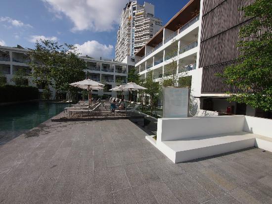 Nap Patong: Pool and Hotel building
