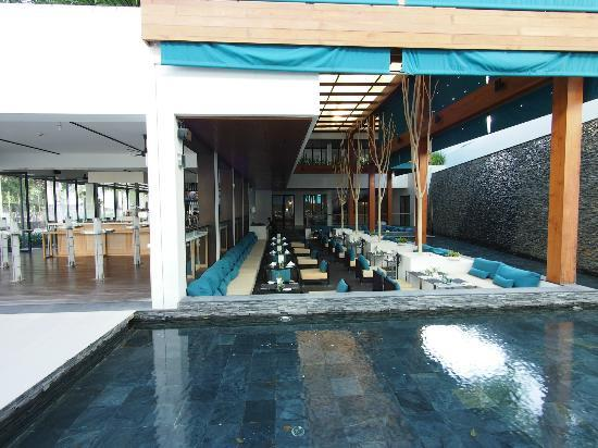 Nap Patong: Restaurant have outside and inside