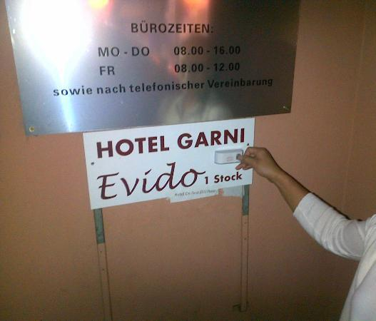 Hotel Garni Evido: This is the hotel. Nobody will ever answer.