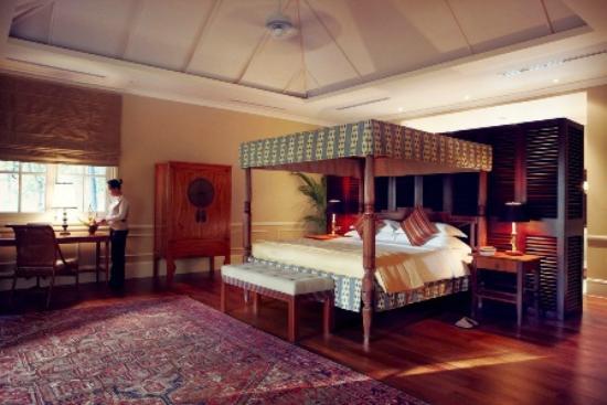 Raffles Grand Hotel d'Angkor: Villa's Master Bedroom