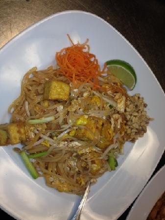 Anong Thai Cuisine: tofu pad Thai