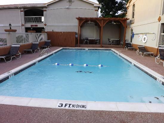 Best Western Cityplace Inn : Outside Pool